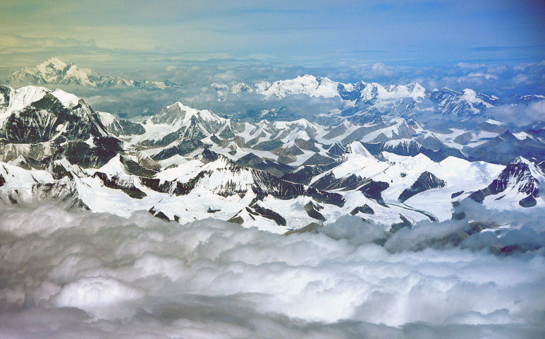 Hegycsúcsokról özönvíz - elpusztít a Himalája