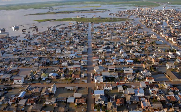 Durva villámárvíz Dél-Iránban