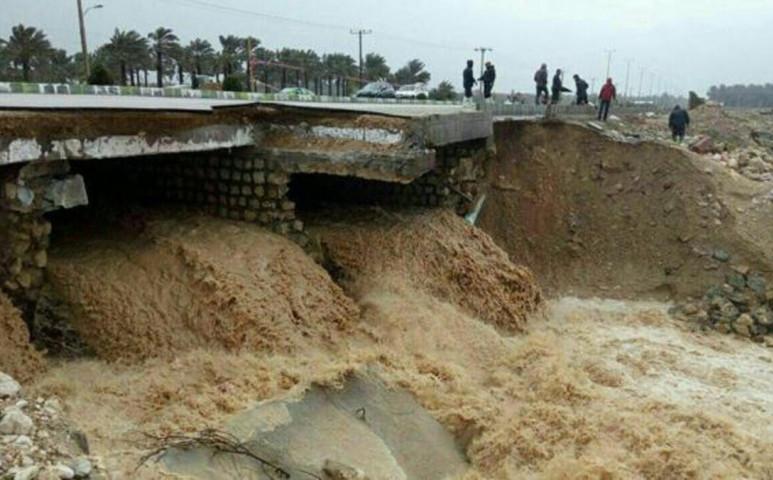 Iránt padlóra küldte a közel egy hónapja tartó özönvíz