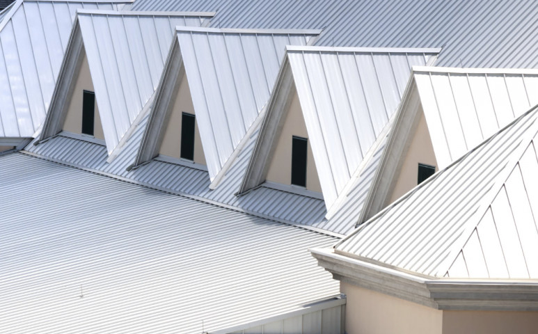Változik a tető színe = élhetőbb lesz a város!