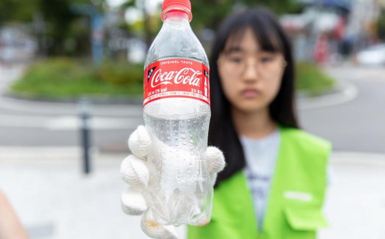 Színt vallottak a legnagyobb műanyagszennyezők: így fojtanak minket műanyagba