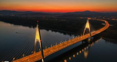 Téi alkonyat a híd felett