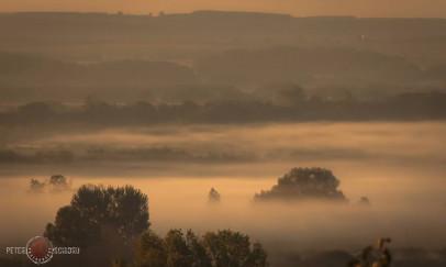 Párás hajnal a Balatonon