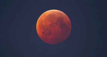 Teljes holdfogyatkozás