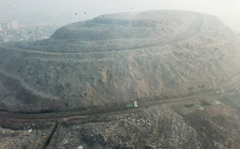 60 méternyi szemét önti a metánt Újdelhire