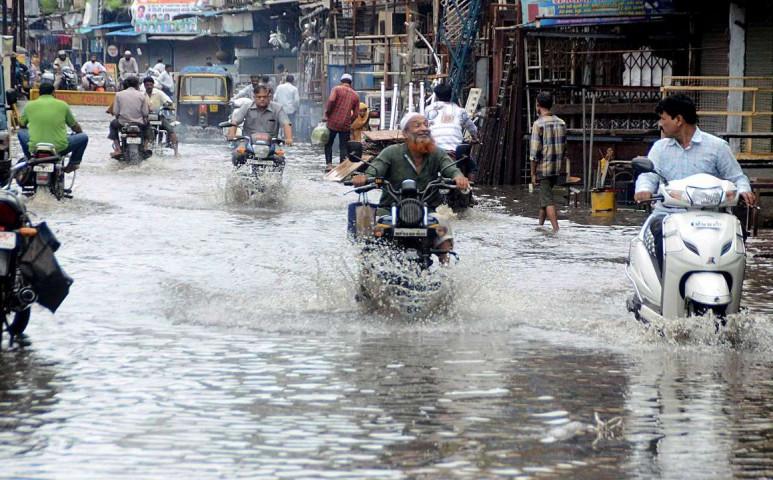 Indiát az ág is húzza.... Most áradással küzdenek
