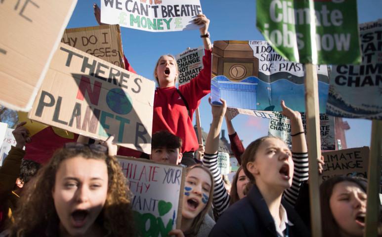 Klímatüntetések világszerte, itthon is