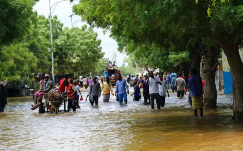 Szomáliában 100 000 gyerek menekül az áradás elől