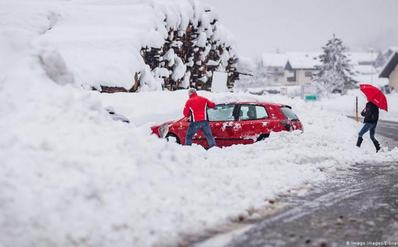 Osztrák havazás halálos áldozattal