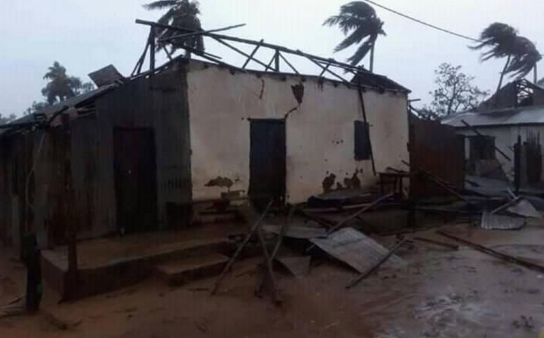 Madagaszkáron Belna földönfutókat hagy maga után
