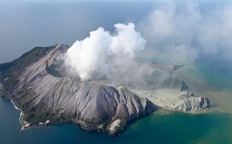 Már 16 halálos áldozata van a Fehér -sziget vulkánjának