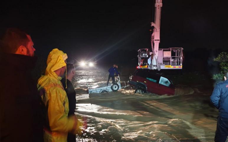 Liftben lelte halálát két ember az áradás miatt Tel Avivban