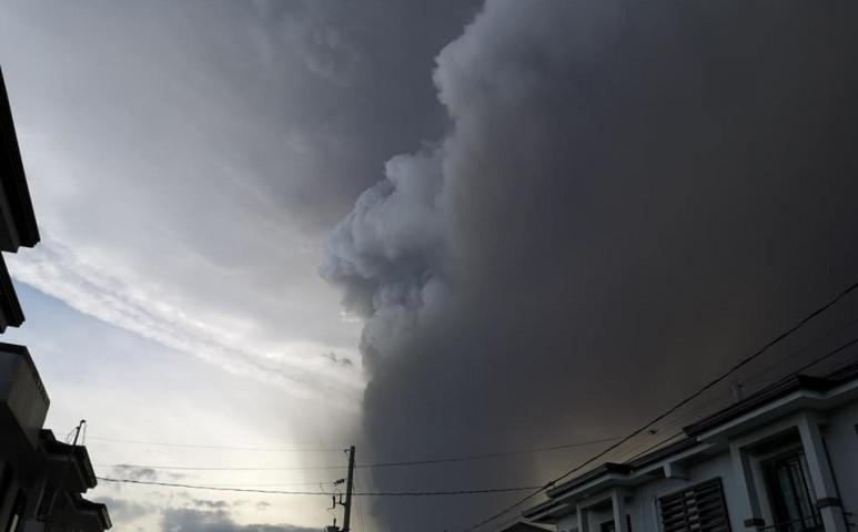 Kitört a Taal, 16,7 km-es hamufelhővel