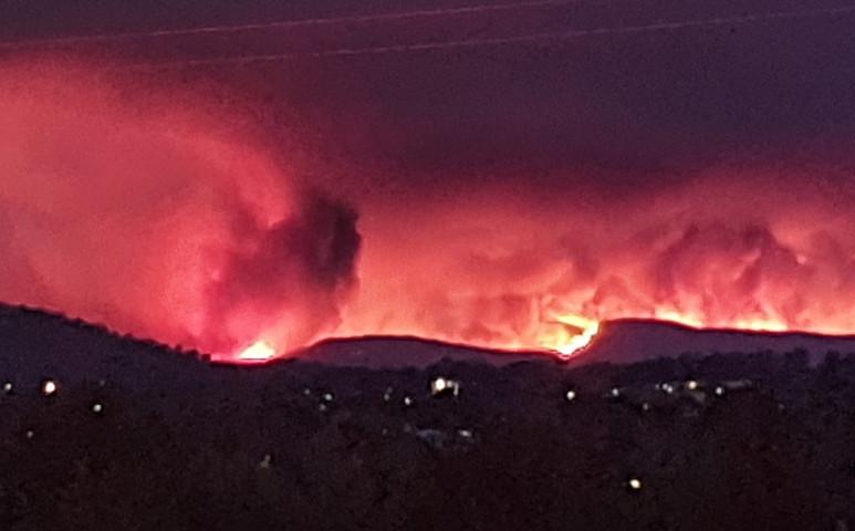 Az ausztráliai tűz a főváros kapujában tombol