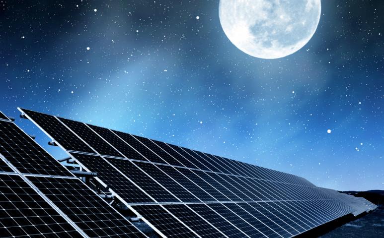 Éjjel is termelhetnek energiát a napelemek!