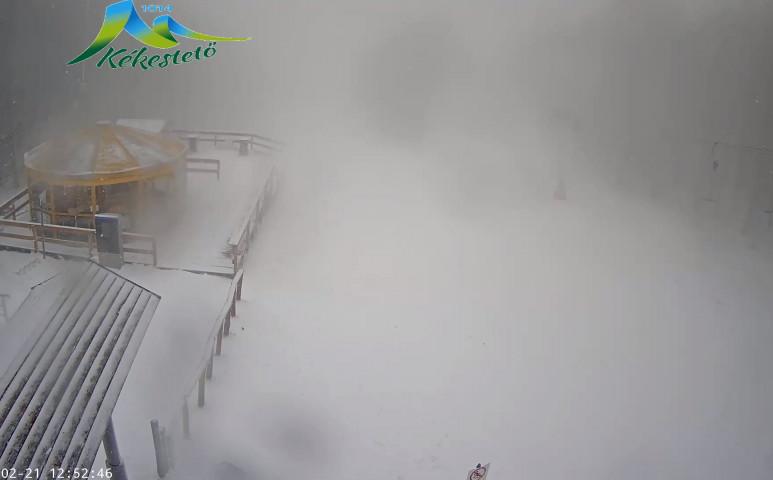 Ömlik a hó a Kékestetőn!