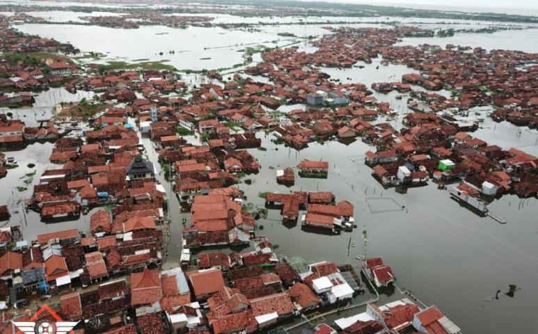 Nem szabadulhat Jakarta az áradás fojtogatásából