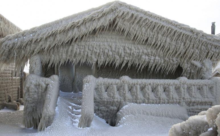 Méteres jégpáncélba vont egy várost egy különleges időjárási jelenség