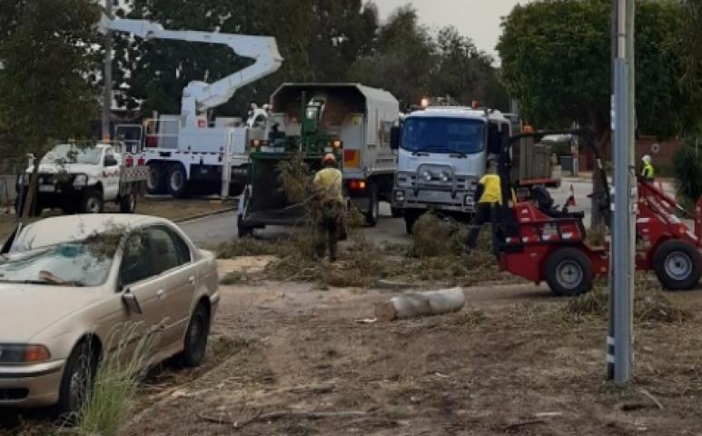 Ausztrál szélvihar vette el az áramot 55 000 otthontól
