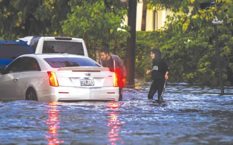 Hatalmas mennyiségű eső esett Floridában - úszik a főváros