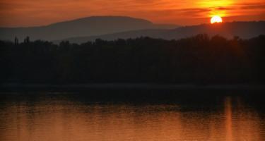 Októberi naplemente