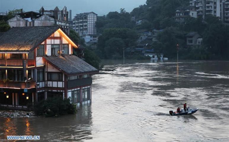 Durva áradással küzd Kína