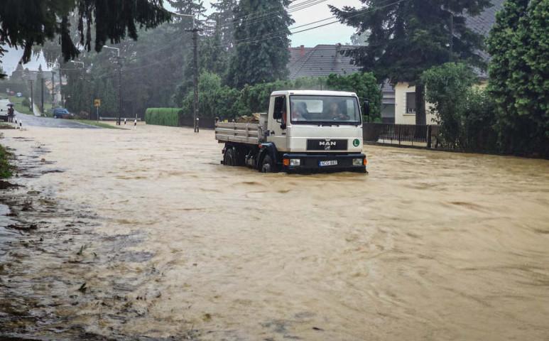 Felül kell vizsgálni az árvízvédelmi terveket az extrém időjárás miatt itthon is