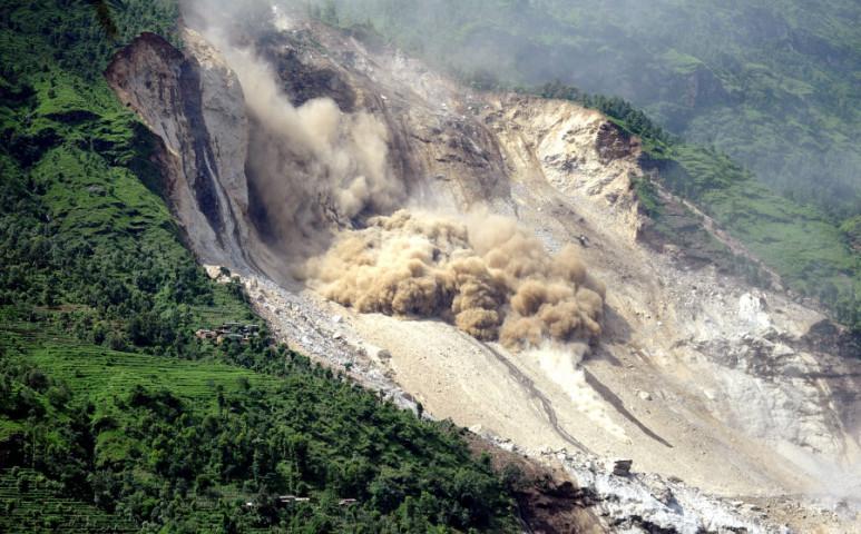 Rekordmennyiségű földcsuszamlás van Nepálban az esőzések miatt