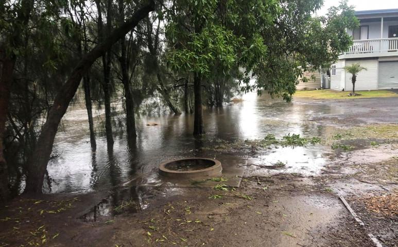 Az áradás és az óceán is elönti Ausztráliát