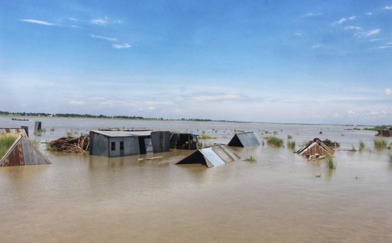 119 halottat követelt a bangladesi áradás