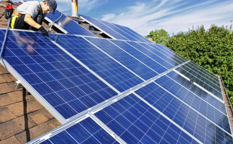 10-szer gyorsabban telepítik az Ausztrálok a napelemes rendszereket - ez a titkuk