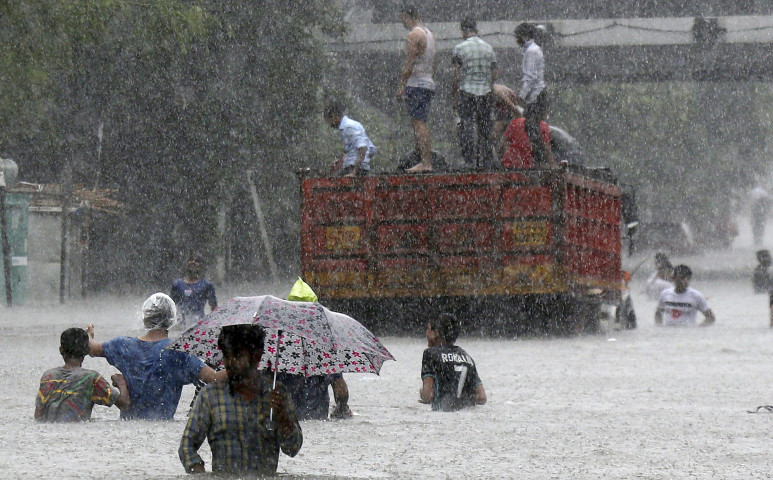 Mumbai fuldoklik a monszunban