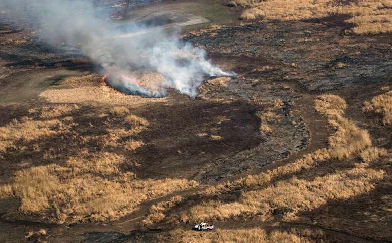 Lángol a mocsár Argentínában