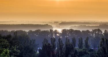 Hajnal a Duna felett