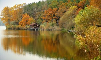 A tóparti ház ősszel
