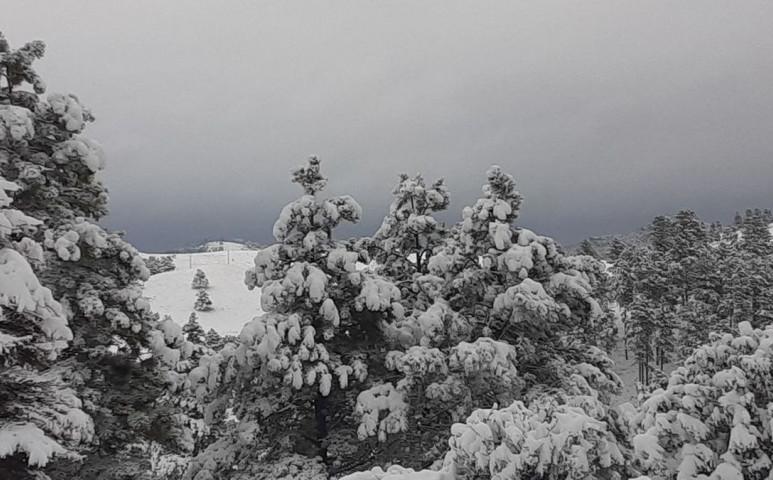 AZ USA egyik fele ég, a másikban havazik