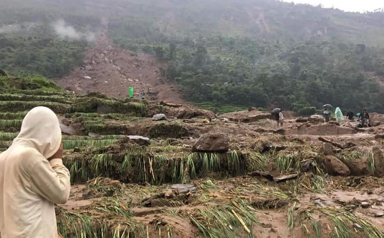 Újabb földcsuszamlás Nepálban