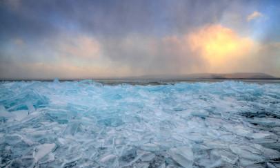 A fagyos Balaton és a jégtáblák
