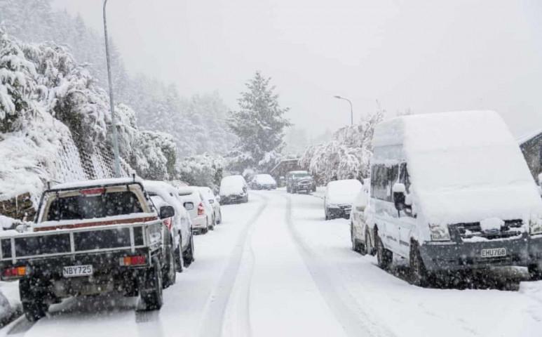 A szezon legrosszabb vihara alakult ki Új-Zélandon