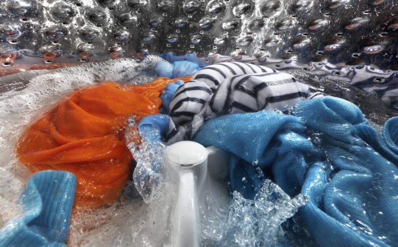 A mosás komolyabban terheli a környezetet, mint gondolná, de van megoldás!
