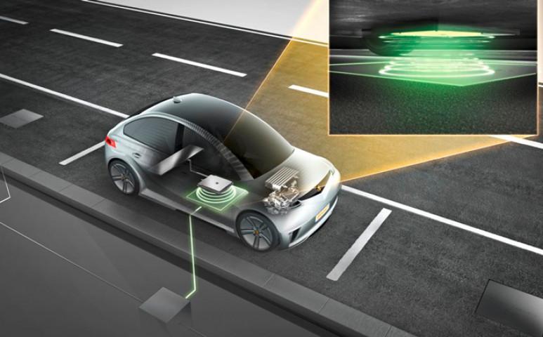 Vezeték nélkül is tölthető elektromos autók érkeznek a piacra