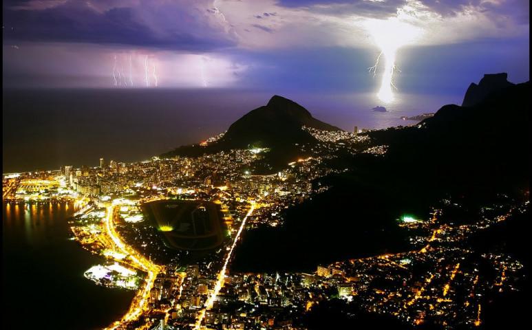 Elképesztő energiát rejtenek a szuperfényes villámok