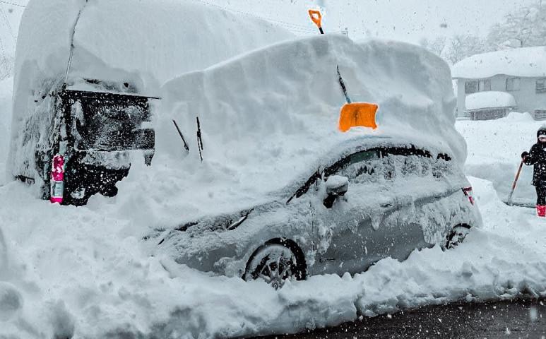 A katonaságot is be kellett vetni a havazás miatt Japánban