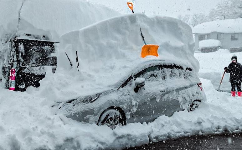 Japán újra a hó fogságában - most még vízellátás sincsen