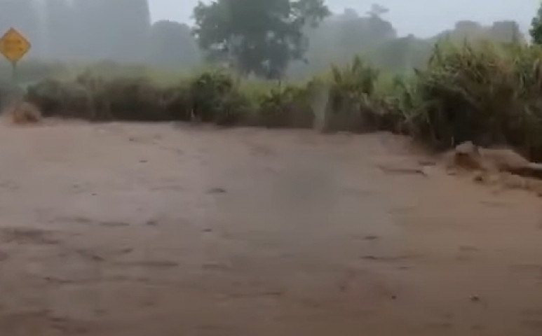 A heves esőzések hatására átszakadt egy gát Hawaii-n