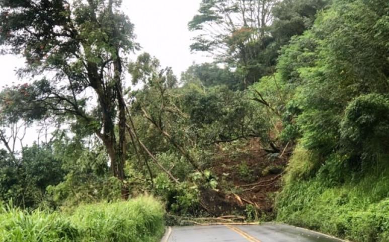 Egy egész partszakaszt zárt el egy sárlavina a külvilágtól Hawaii-n