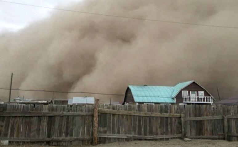 341 embert tüntetett el egy homokvihar Mongóliában