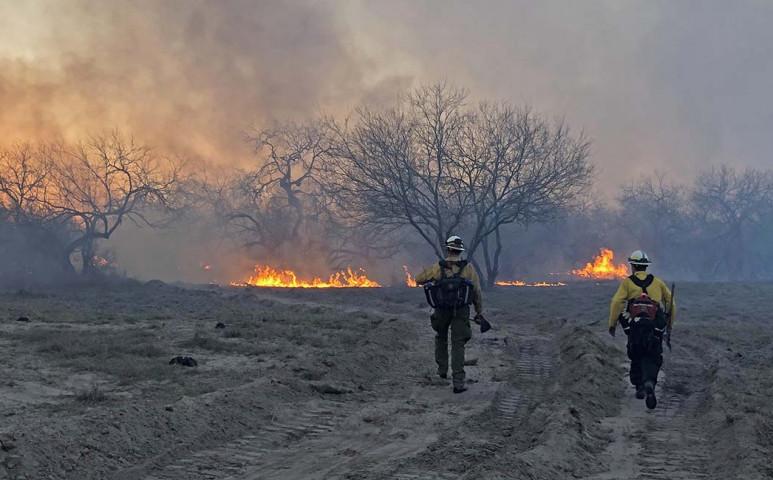 Texasba a tűzvész is megérkezett