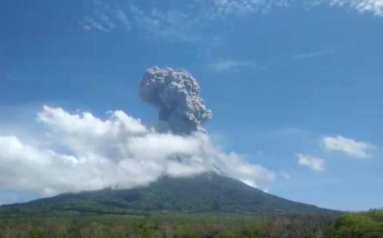 Halálos áldozatokat szed a Lewotolo vulkán Indonéziában