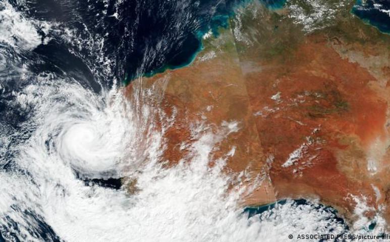 3 viharrendszer könyörtelen és halálos táncát kénytelen átélni Ausztrália nyugati partvidéke